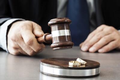 Boşanma davalarınızın çözümünde büromuz bünyesindeki boşanma avukatları ile iletişime geçebilirsiniz.